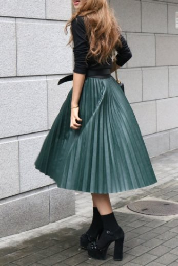 <img class='new_mark_img1' src='//img.shop-pro.jp/img/new/icons57.gif' style='border:none;display:inline;margin:0px;padding:0px;width:auto;' />fake leather pleats skirt / green