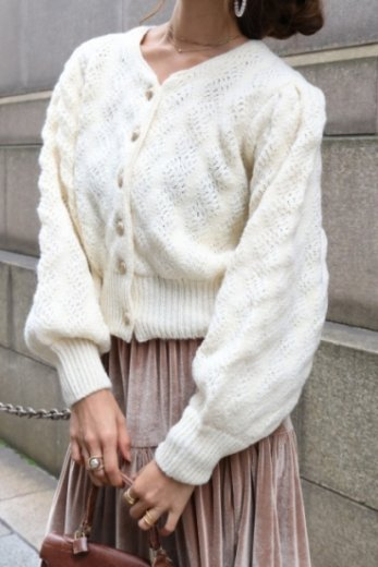 <img class='new_mark_img1' src='https://img.shop-pro.jp/img/new/icons20.gif' style='border:none;display:inline;margin:0px;padding:0px;width:auto;' />gold button wool cardigan / white