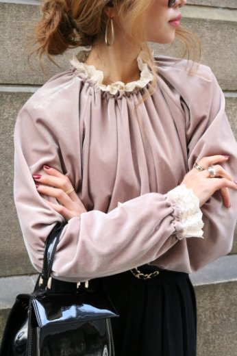 frill gather neck velors tops / beige