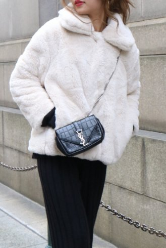 <img class='new_mark_img1' src='https://img.shop-pro.jp/img/new/icons20.gif' style='border:none;display:inline;margin:0px;padding:0px;width:auto;' />front snap button fur jacket / white