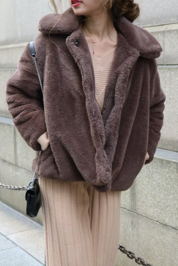 <img class='new_mark_img1' src='https://img.shop-pro.jp/img/new/icons20.gif' style='border:none;display:inline;margin:0px;padding:0px;width:auto;' />front snap button fur jacket / brown