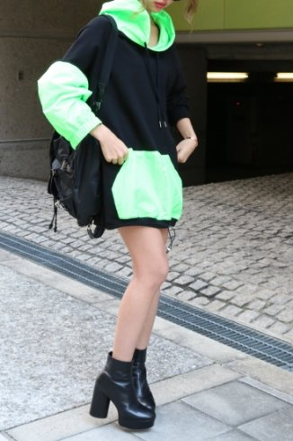 neon color hoodie / black×green