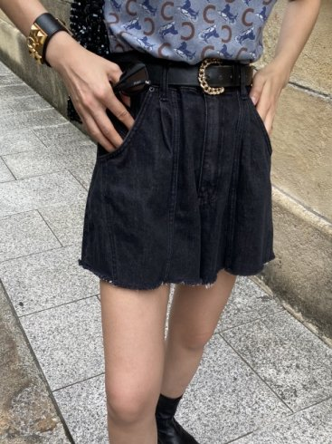 side line cut off denim short pants / black