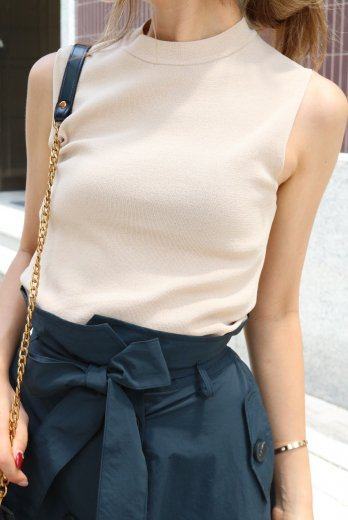 crew neck simple sleeveless tops / beige