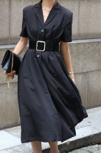 open collar tuck flare dress / black