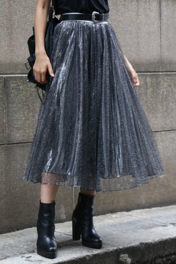 <img class='new_mark_img1' src='https://img.shop-pro.jp/img/new/icons14.gif' style='border:none;display:inline;margin:0px;padding:0px;width:auto;' />glitter volume tulle skirt / silver