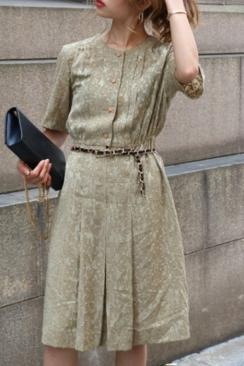【vintage】no collar embroidery flower pattern tuck flare dress / khaki