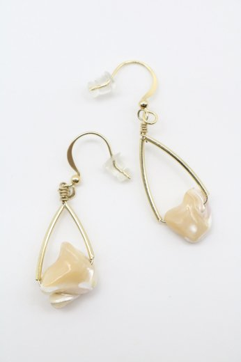 swing stone pierced earrings