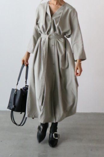 front & back tuck design long dress (belt ribbon set) / khaki gray