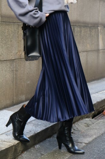 satin like pleats skirt / navy