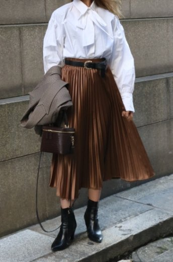 satin like pleats skirt / brown