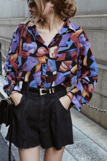 <img class='new_mark_img1' src='https://img.shop-pro.jp/img/new/icons14.gif' style='border:none;display:inline;margin:0px;padding:0px;width:auto;' />【vintage】standard collar geometric pattern blouse