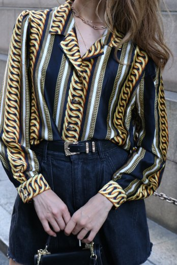<img class='new_mark_img1' src='https://img.shop-pro.jp/img/new/icons14.gif' style='border:none;display:inline;margin:0px;padding:0px;width:auto;' />【vintage】open collar gold chain rings pattern silk blouse