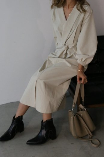 <img class='new_mark_img1' src='https://img.shop-pro.jp/img/new/icons20.gif' style='border:none;display:inline;margin:0px;padding:0px;width:auto;' />front twist design notched lapel collar dress / ivory
