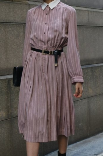 <img class='new_mark_img1' src='https://img.shop-pro.jp/img/new/icons14.gif' style='border:none;display:inline;margin:0px;padding:0px;width:auto;' />【vintage】front button stripe pattern pleats dress