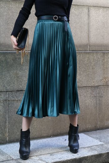 satin like pleats skirt / green