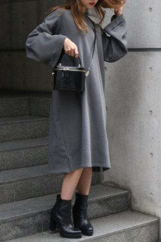 <img class='new_mark_img1' src='https://img.shop-pro.jp/img/new/icons14.gif' style='border:none;display:inline;margin:0px;padding:0px;width:auto;' />crew neck sweat shirt sack long dress / charcoal gray