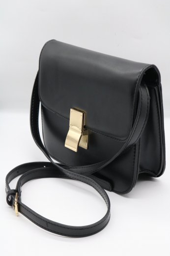<img class='new_mark_img1' src='https://img.shop-pro.jp/img/new/icons14.gif' style='border:none;display:inline;margin:0px;padding:0px;width:auto;' />gold clip pochette bag / black