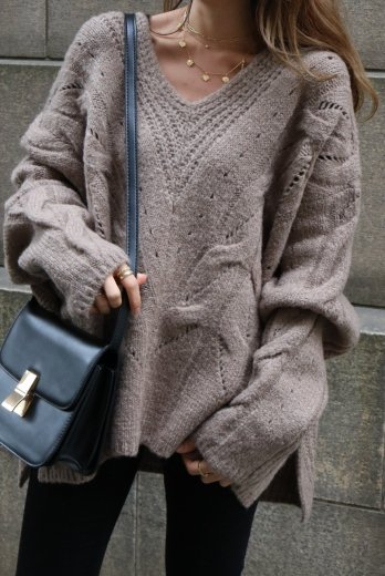 V neck cable over knit sweater / beige