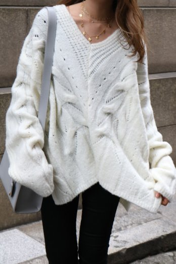 V neck cable over knit sweater / ivory