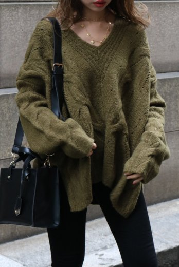 V neck cable over knit sweater / khaki