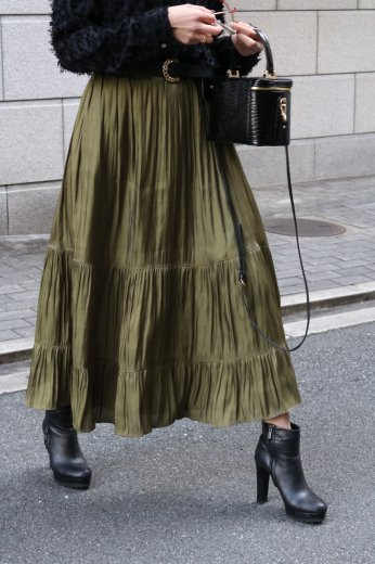 tiered design satin flare skirt / khaki