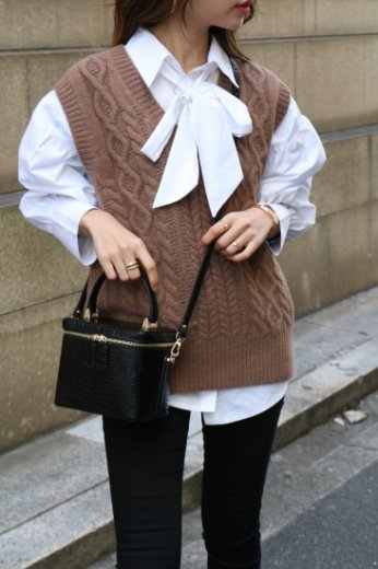 V neck cable stitch knit vest / brown