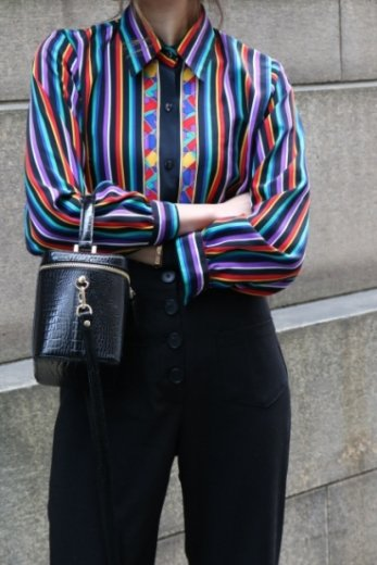 <img class='new_mark_img1' src='https://img.shop-pro.jp/img/new/icons14.gif' style='border:none;display:inline;margin:0px;padding:0px;width:auto;' />【vintage】front stained glass pattern multi stripe blouse