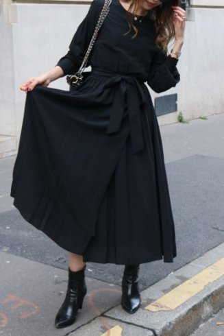 round neck waist ribbon wrap design flare dress / black