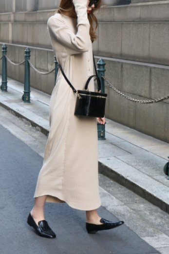 front half button rib knit dress / beige