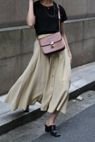 front tuck button down flare rayon skirt / beige