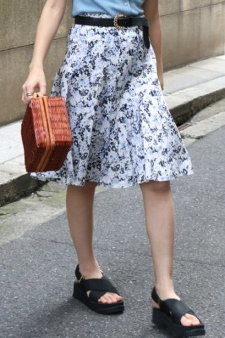 <img class='new_mark_img1' src='https://img.shop-pro.jp/img/new/icons14.gif' style='border:none;display:inline;margin:0px;padding:0px;width:auto;' />【vintage】BURBERRY / logo floral flare skirt