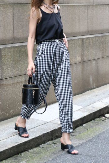 gingham check cotton tapered pants / black