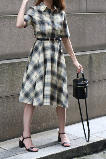 <img class='new_mark_img1' src='https://img.shop-pro.jp/img/new/icons14.gif' style='border:none;display:inline;margin:0px;padding:0px;width:auto;' />【vintage】front marble button madras check flare dress