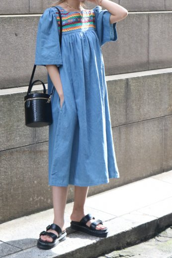<img class='new_mark_img1' src='https://img.shop-pro.jp/img/new/icons14.gif' style='border:none;display:inline;margin:0px;padding:0px;width:auto;' />【vintage】slit neck embroidery floral denim sack dress
