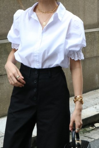 <img class='new_mark_img1' src='https://img.shop-pro.jp/img/new/icons14.gif' style='border:none;display:inline;margin:0px;padding:0px;width:auto;' />lace circular cuffs cotton blouse / white