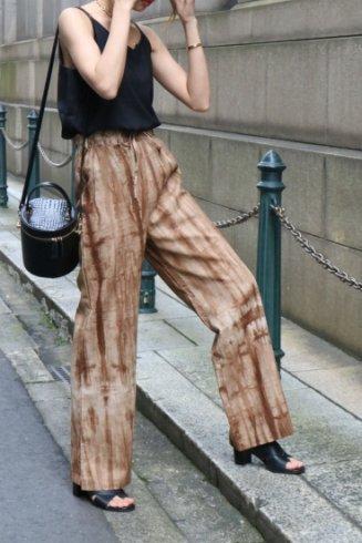 side slit tie-dye easy pants / brown