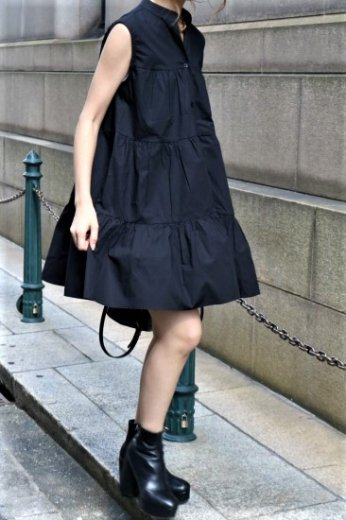 stand collar tiered tunic dress / black
