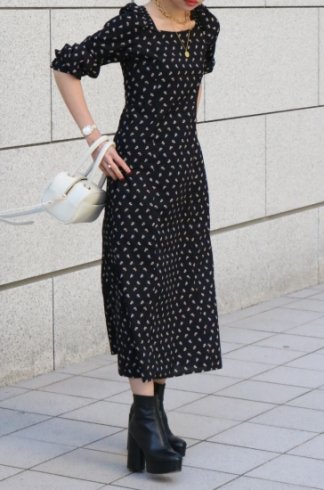 square neck shirring switch floral flare dress / navy