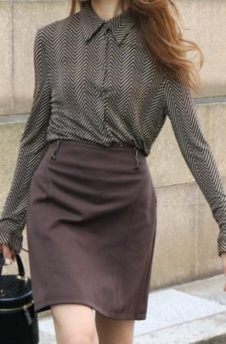 <img class='new_mark_img1' src='https://img.shop-pro.jp/img/new/icons14.gif' style='border:none;display:inline;margin:0px;padding:0px;width:auto;' />【vintage】CELINE / diagonal stripe blouse