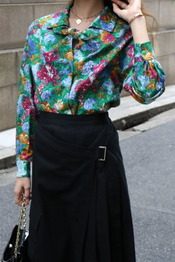 <img class='new_mark_img1' src='https://img.shop-pro.jp/img/new/icons14.gif' style='border:none;display:inline;margin:0px;padding:0px;width:auto;' />【vintage】KENZO / front tie floral wool blouse