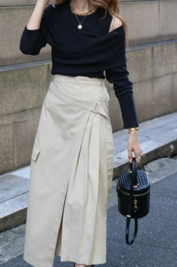 <img class='new_mark_img1' src='https://img.shop-pro.jp/img/new/icons14.gif' style='border:none;display:inline;margin:0px;padding:0px;width:auto;' />2way front cross cut shoulder tops / black