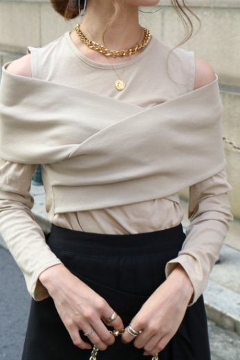 <img class='new_mark_img1' src='https://img.shop-pro.jp/img/new/icons14.gif' style='border:none;display:inline;margin:0px;padding:0px;width:auto;' />2way front cross cut shoulder tops / beige