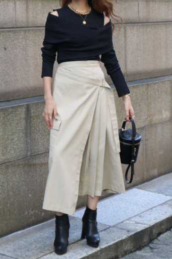<img class='new_mark_img1' src='https://img.shop-pro.jp/img/new/icons14.gif' style='border:none;display:inline;margin:0px;padding:0px;width:auto;' />side pleats asymmetry wrap skirt / beige