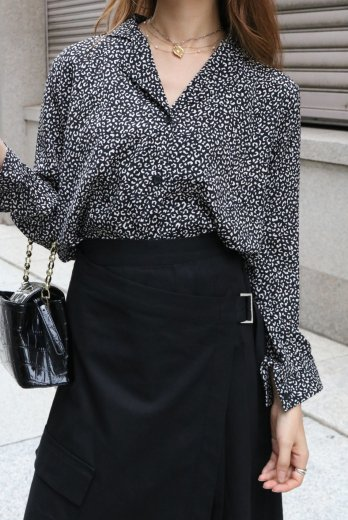 open collar leopard blouse / black