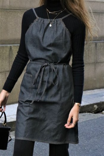 <img class='new_mark_img1' src='https://img.shop-pro.jp/img/new/icons14.gif' style='border:none;display:inline;margin:0px;padding:0px;width:auto;' />【vintage】FENDI / logo piping apron denim dress