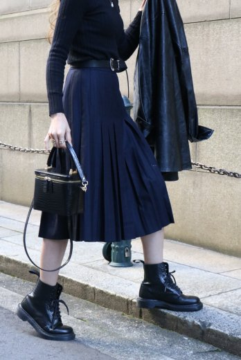 <img class='new_mark_img1' src='https://img.shop-pro.jp/img/new/icons14.gif' style='border:none;display:inline;margin:0px;padding:0px;width:auto;' />【vintage】GIVENCHY / stripe box pleats wool skirt