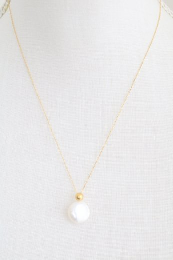shell top thin chain necklace