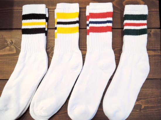 <img class='new_mark_img1' src='https://img.shop-pro.jp/img/new/icons53.gif' style='border:none;display:inline;margin:0px;padding:0px;width:auto;' />MEN'S  CREW  SOCKS ライン入りクルーソックス  4カラーライン WHITE ホワイト 4足組 赤黄緑黒