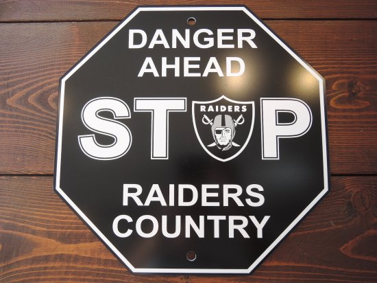 <img class='new_mark_img1' src='https://img.shop-pro.jp/img/new/icons15.gif' style='border:none;display:inline;margin:0px;padding:0px;width:auto;' />RAIDERS  STOP SIGN BOARD レイダース  ストップ  サインボード